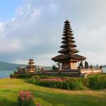 湖に浮かぶPura ulun Danu Bratan寺院