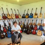 セブ最後の夜 マクタン島でギターを買う