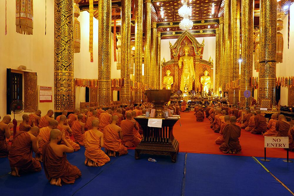 タイ・チェンマイ 子供の仏教僧侶