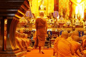タイ・チェンマイの寺院 ワット・チェディルアン Wat Chedi Luangのお坊さん
