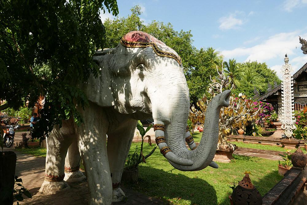 タイ・チェンマイの寺院 ワットクータオ Wat Lok Molee 象