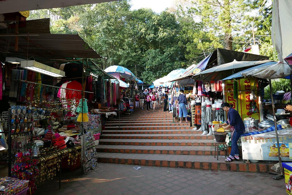 ワット・プラタート・ドイ・ステープ Wat Phra That Doi Suthep屋台通り