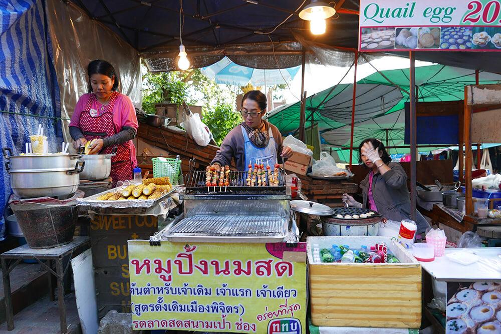 ワット・プラタート・ドイ・ステープ Wat Phra That Doi Suthep屋台