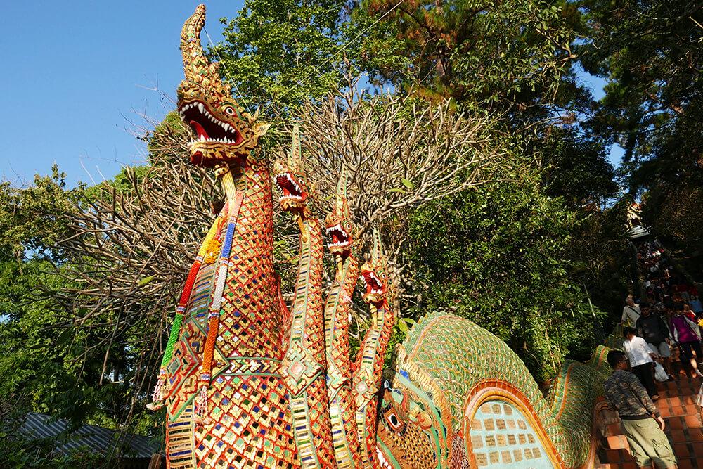 ワット・プラタート・ドイ・ステープ Wat Phra That Doi Suthep階段横のナーガ