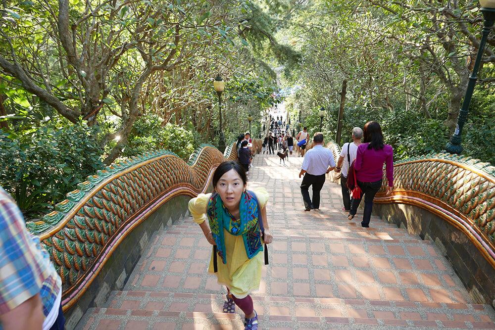 ワット・プラタート・ドイ・ステープ Wat Phra That Doi Suthep 306段ある階段