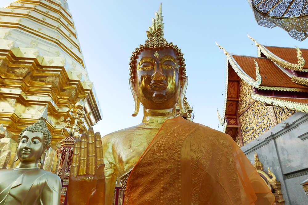 ワット・プラタート・ドイ・ステープ Wat Phra That Doi Suthep 黄金の仏像