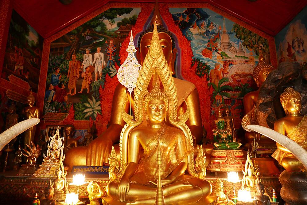 ワット・プラタート・ドイ・ステープ Wat Phra That Doi Suthep本堂の仏像