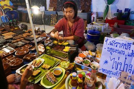 タイ・チェンマイ・サンデーマーケット・屋台