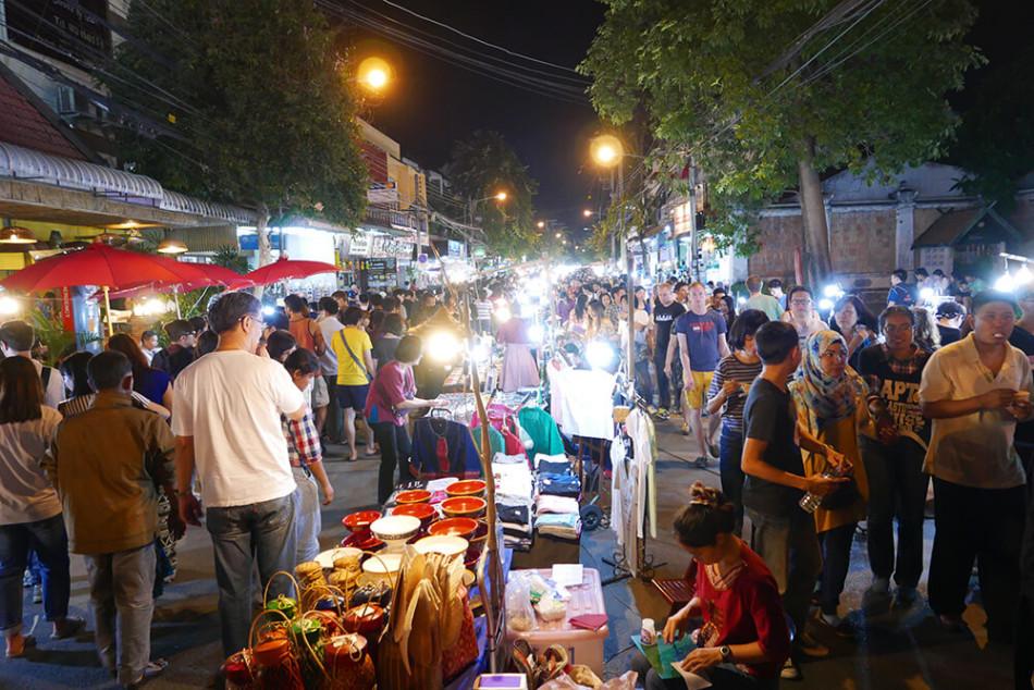 タイ・チェンマイ・サンデーマーケット