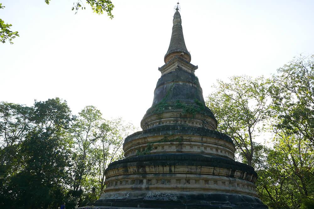 タイ・チェンマイの寺院 ワット ウモーン Wat Umong 仏塔